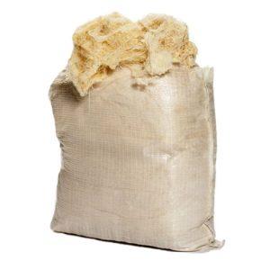 Vitt bomullstrassel i säck