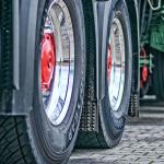 Hjul på lastbil, tvättade med avfettning
