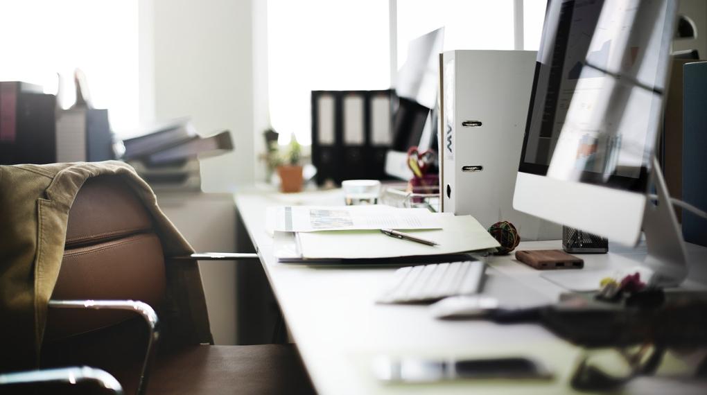Kontorsplats, på skrivbordet finns stora mängder bakterier