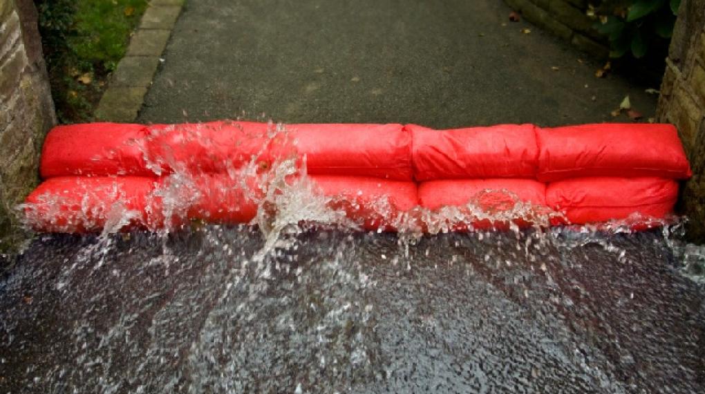 Hydrobarriär översvämningsskydd