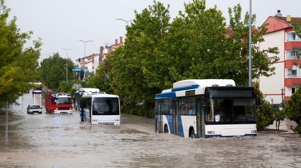 översvämning trafik